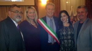 Il sindaco di Hamilton Fred Eisenberger, Pat Mostacci Vice presidente di Festitalia, rappresentanti della comunità