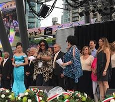 Sul palco due delle infaticabili organizzatrici e componenti dell'esecutivo, Tina Colalillo e Patti Jannetta Baker(Mississauga Celebration Square)